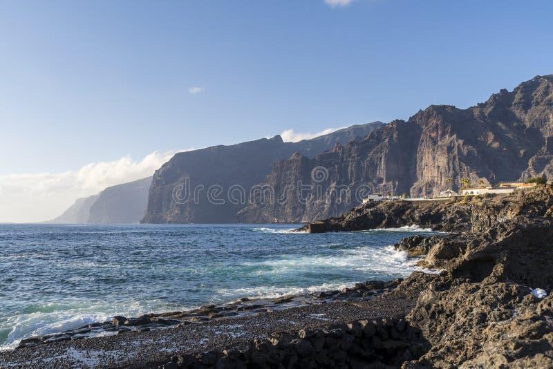Weergeven van grote klippen in Tenerife stock foto