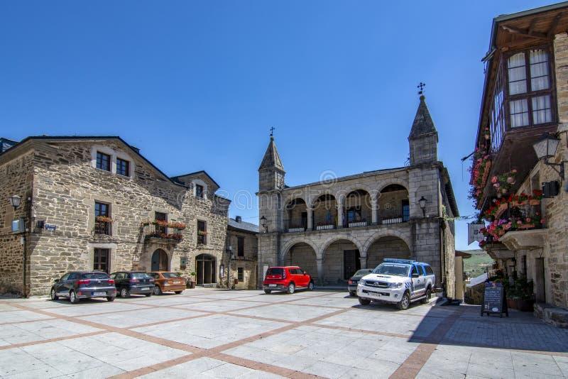 Weergeven van het belangrijkste vierkant van de middeleeuwse stad van Puebla DE Sanabria, Zamora royalty-vrije stock foto