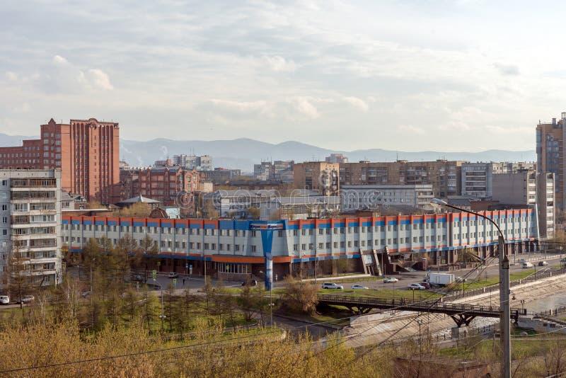 Weergeven van het centrale district van de stad van Krasnoyarsk van de heuvel langs de Igarskaya-Straat royalty-vrije stock afbeeldingen