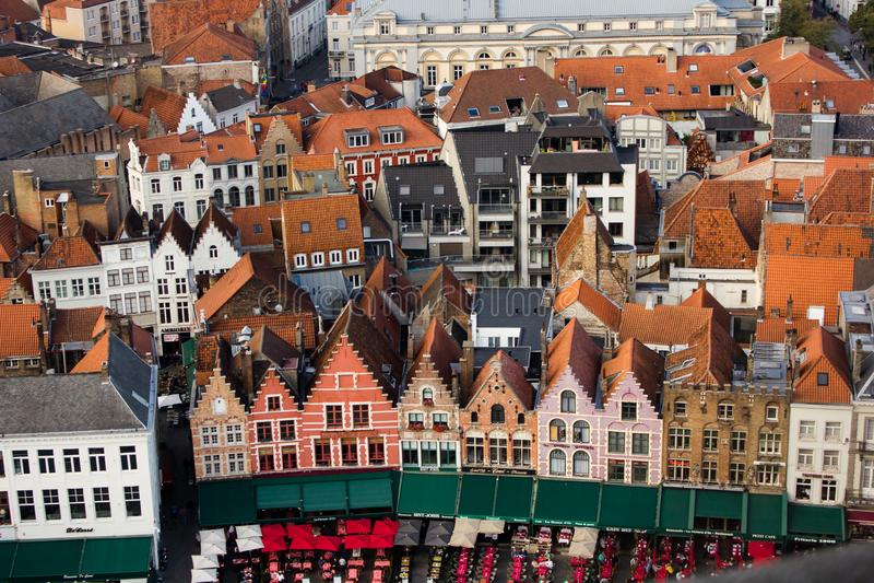 Weergeven van het centrale vierkant van Brugge stock fotografie