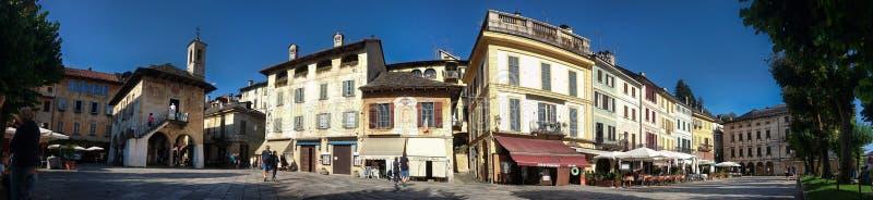 Weergeven van het centrumdorp van Orta San Giulio, Orta-meer, Italië royalty-vrije stock foto's
