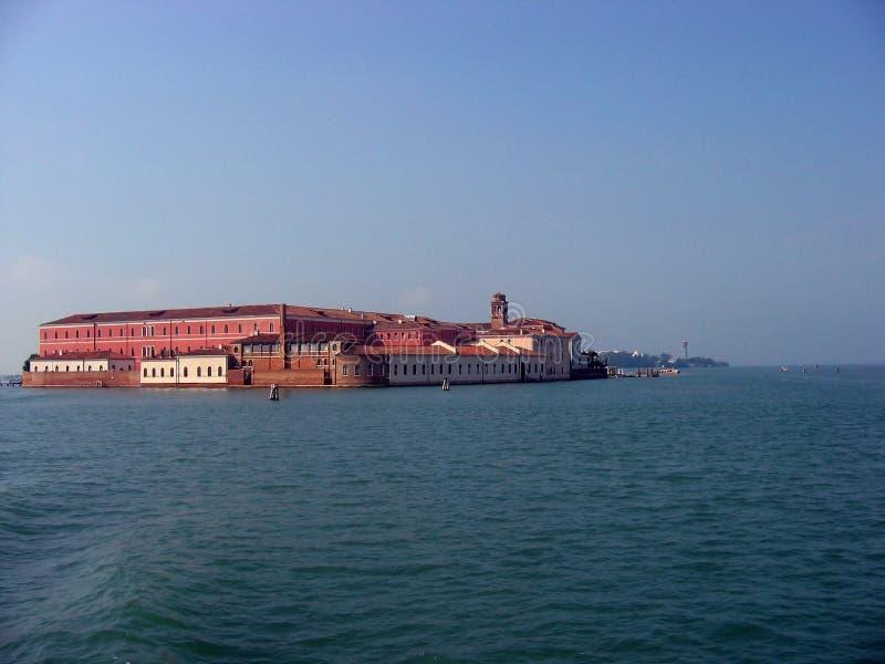 Weergeven van het eiland van San Clemente in Venetiaanse lagune stock afbeelding