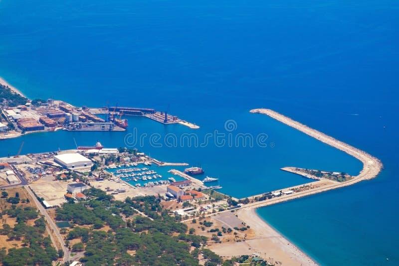 Weergeven van het observatiedek TÃ ¼ nektepe Teleferik Tesisleri in Antalya, Turkije stock foto