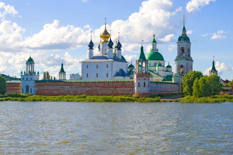Weergeven van het oude klooster van spaso-Yakovlevsky Dmitrovsky Rostov Groot royalty-vrije stock afbeeldingen