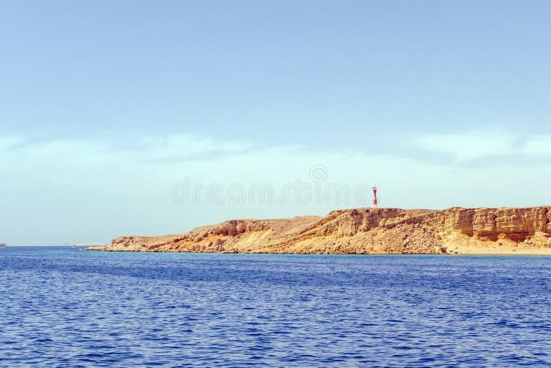 Weergeven van het overzees bij de vuurtorenhaven van Sharm el Sheikh Egypte royalty-vrije stock foto