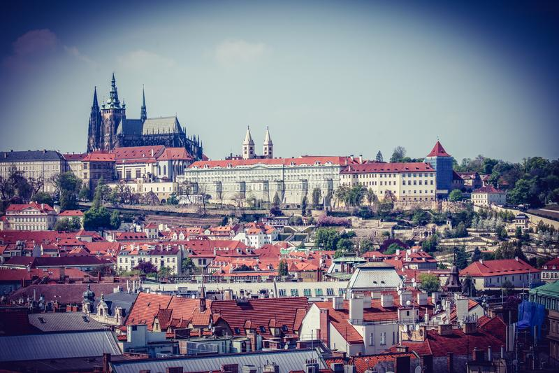 Weergeven van het panorama van Praag - Tsjechische Republiek royalty-vrije stock fotografie