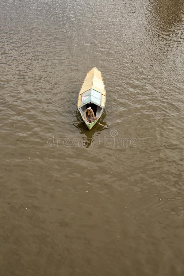 Weergeven van hierboven van een het watertaxi van de tambangsampan stock foto