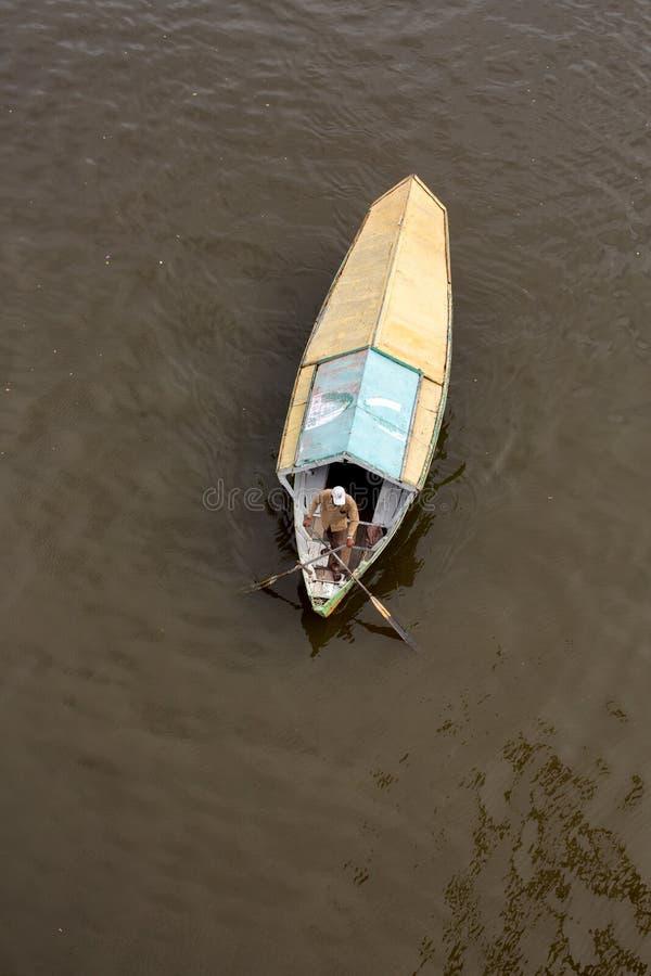 Weergeven van hierboven van een het watertaxi van de tambangsampan royalty-vrije stock foto