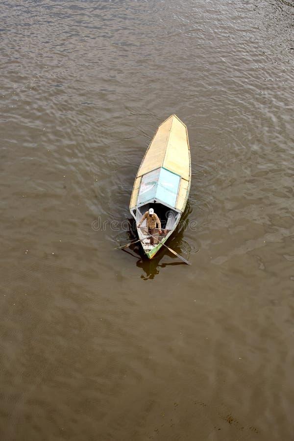 Weergeven van hierboven van een het watertaxi van de tambangsampan royalty-vrije stock afbeeldingen