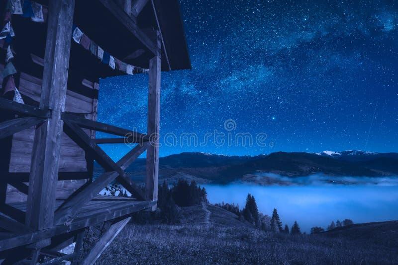 Weergeven van huis voor meditatie bij nacht stock foto