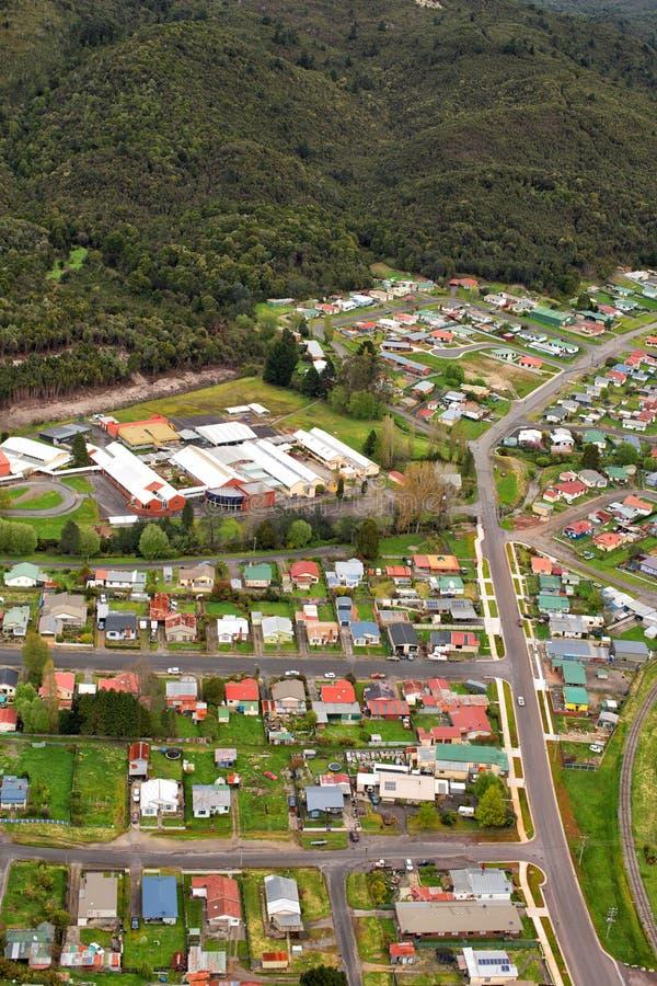 Weergeven van huizen en gebouwen Queenstown Tasmanige stock foto