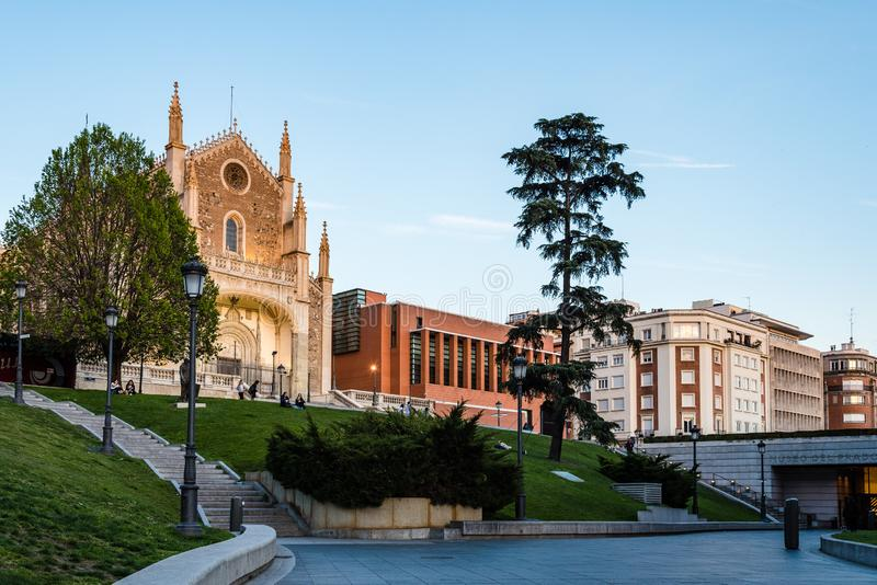 Weergeven van Jeronimos-kerk en Prado-Museum in Madrid stock fotografie