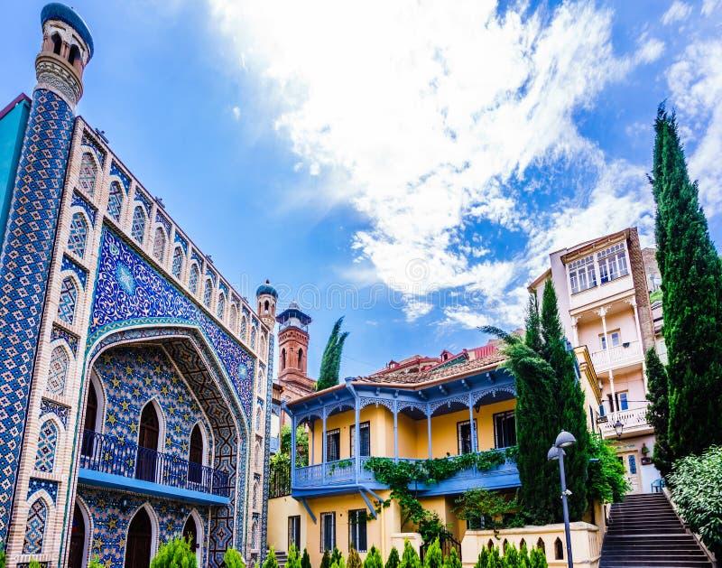 Weergeven van Juma-Moskee en de Arabische stijlbouw in Oud Tbilisi, Georgië stock fotografie