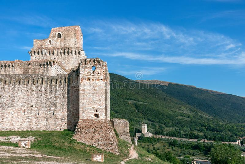 Weergeven van kasteel Rocca die Maggiore, middeleeuwse vesting Th overheersen stock afbeelding