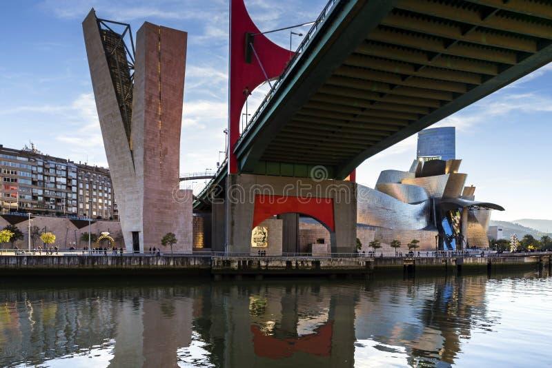 Weergeven van La-Wondzalfbrug in de stad van Bilbao spanje royalty-vrije stock fotografie