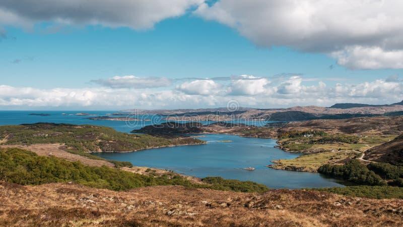 Weergeven van Loch Ardbhair in Higlands van Schotland stock fotografie