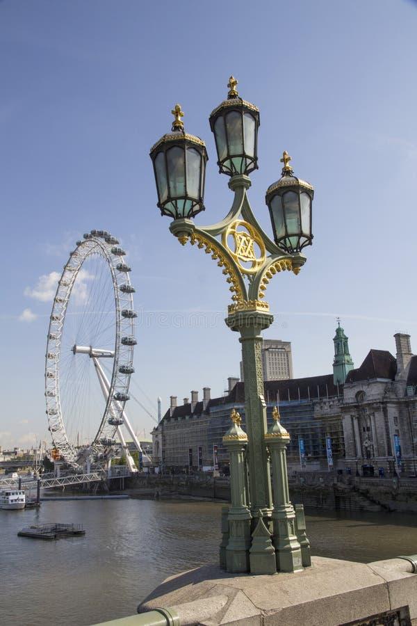 Weergeven van London Eye op 31 Juli, 2015 in LONDEN, het UK Bij een hoogte van 135m, is het het langste Reuzenrad royalty-vrije stock foto's