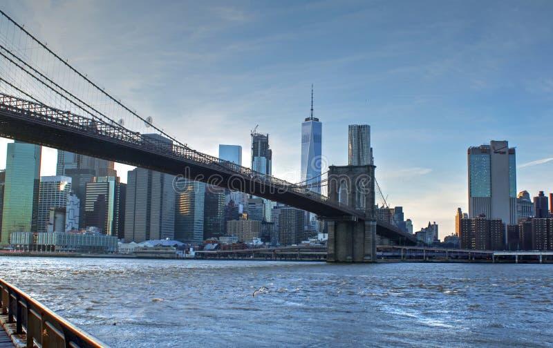 Weergeven van Lower Manhattan, de Rivier van het Oosten en de Brug van Brooklyn royalty-vrije stock fotografie