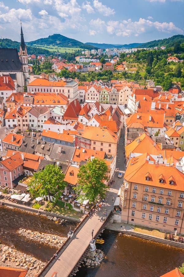 Weergeven van middeleeuwse stad Cesky Krumlov stock afbeeldingen