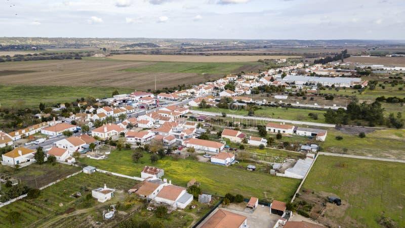 Weergeven van Montinho-Dos Pegos in Coruche Santarem Portugal De luchtfoto van de het oogmening van de hommelvogel ` s royalty-vrije stock fotografie