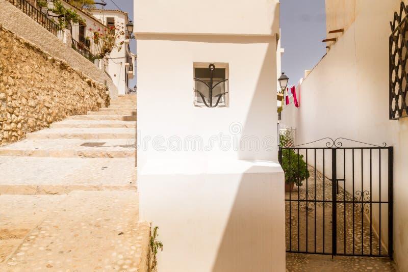 Weergeven van mooie witte straten in oude stad Altea, Spanje royalty-vrije stock fotografie