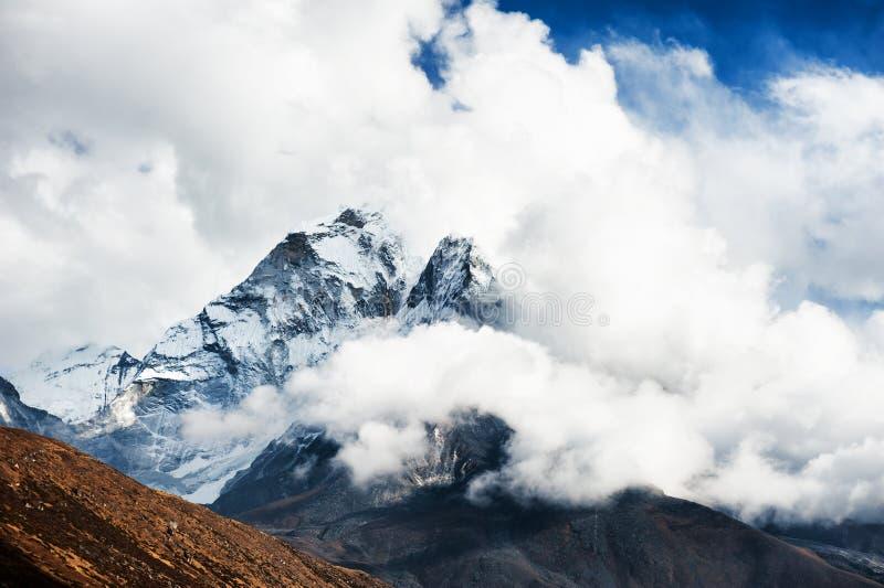 Weergeven van Onderstel Ama Dablam in Himalayagebergte nepal royalty-vrije stock foto