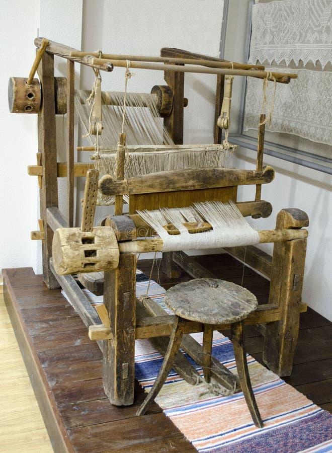Weergeven van oud houten weefgetouw Karelië royalty-vrije stock afbeelding