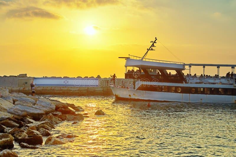 Weergeven van oude Jaffa aan de zeehaven bij zonsondergang stock afbeelding