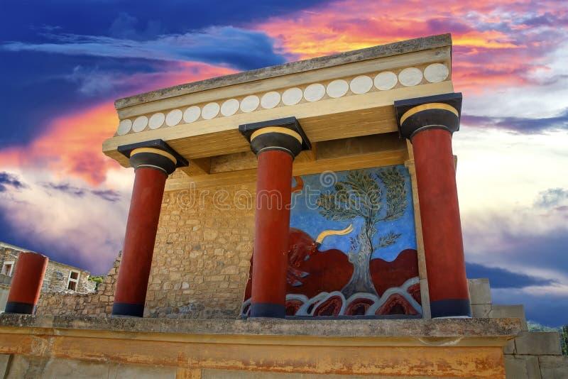 Weergeven van oude ruines van het paleis van famouseknossos in Kreta in Griekenland royalty-vrije stock foto