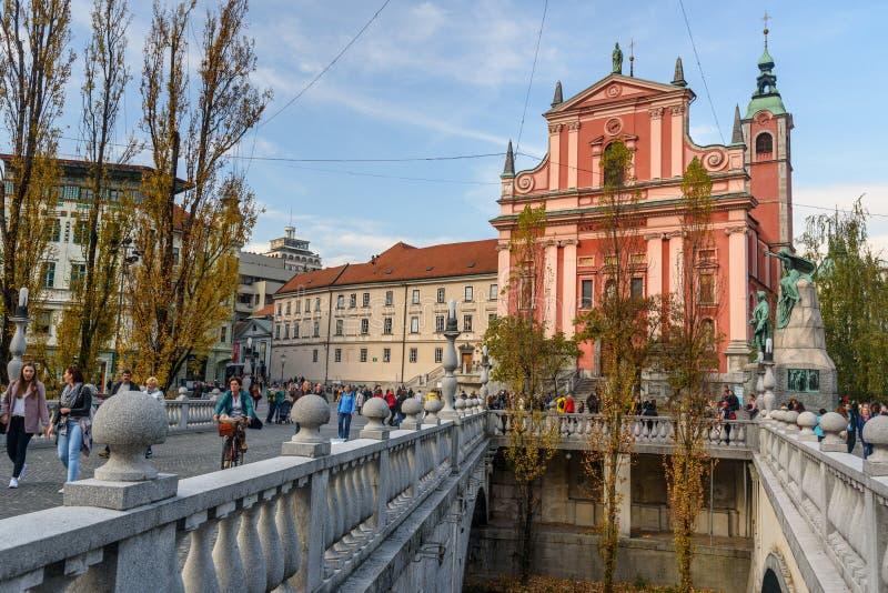 Weergeven van Preseren-Vierkant van Drievoudige Brug of Tromostovje in Ljubljana sloveni? stock afbeelding