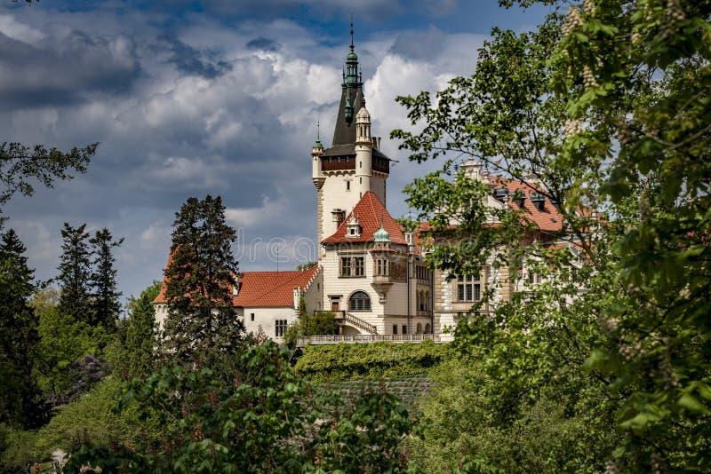 Weergeven van Pruhonice-Kasteel Tsjechische Republiek stock foto