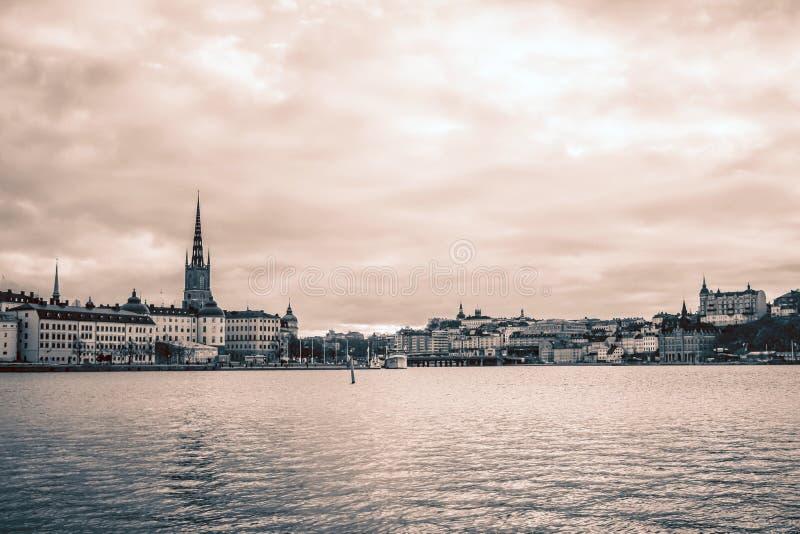 Weergeven van Riddarholmen van het Stadhuis van Stockholm, Zweden stock foto's