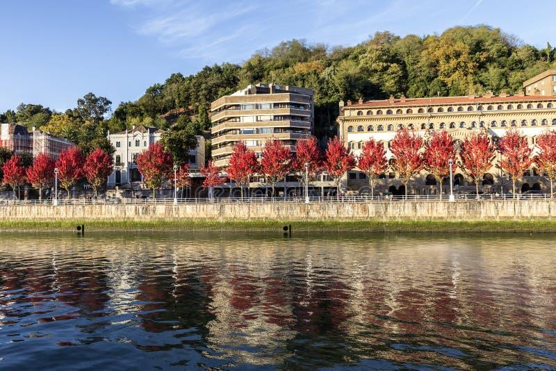 Weergeven van rivieroever in Spaans cirty Bilbao royalty-vrije stock foto
