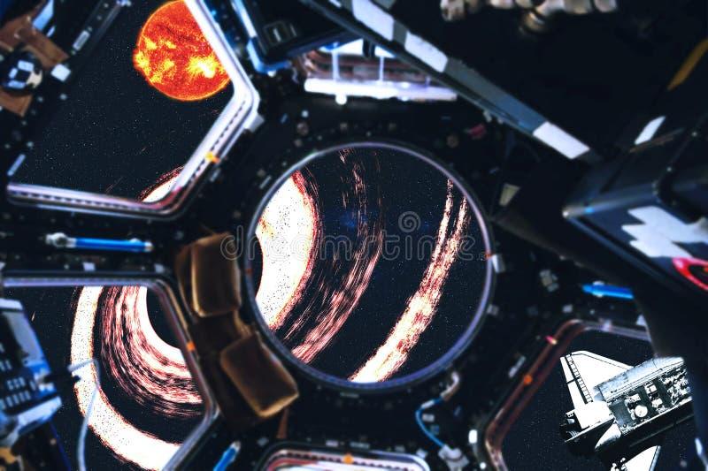 Weergeven van ruimteveer en Zonnestelselplaneten van ruimtestation royalty-vrije stock afbeeldingen