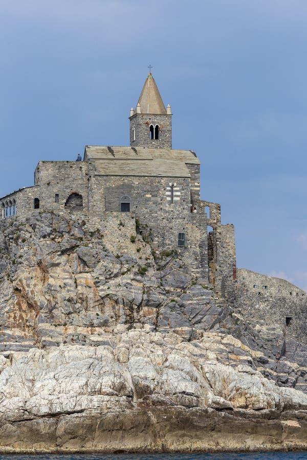 Weergeven van San Pietro-kerk in Porto Venere Porto Venere, Itali? stock fotografie