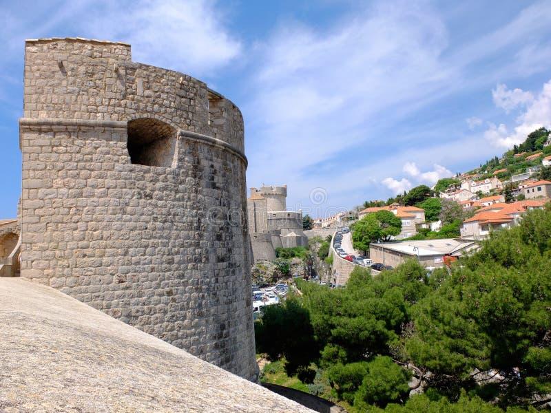 Weergeven van stadsmuren aan nieuwe stad Dubrovnik, royalty-vrije stock fotografie