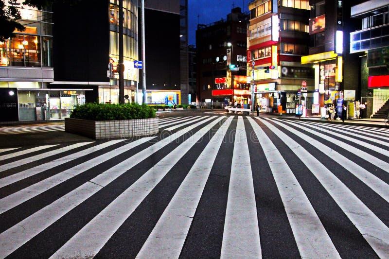 Weergeven van straten en vierkanten in de loop van de dag en nacht, de stad van Chiba, Japan stock afbeelding