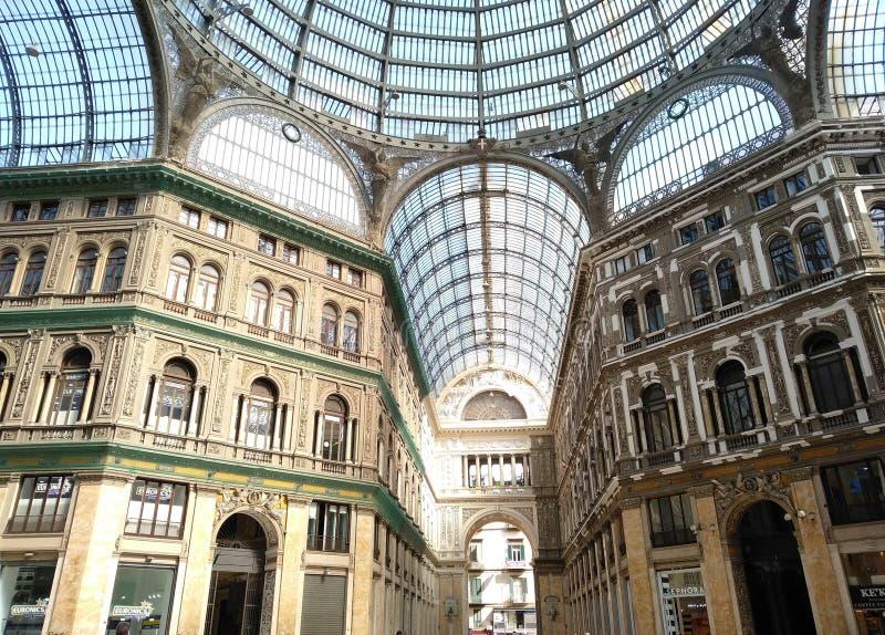 Weergeven van Umberto Gallery in Napels stock foto's