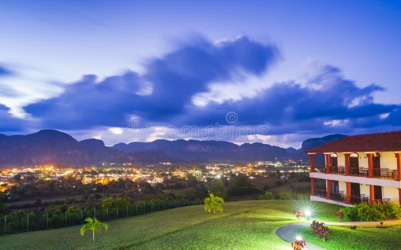 Weergeven van Vinales-Vallei bij schemer, Unesco, Pinar del Rio Province, Cuba, de Antillen, de Caraïben, Midden-Amerika stock foto