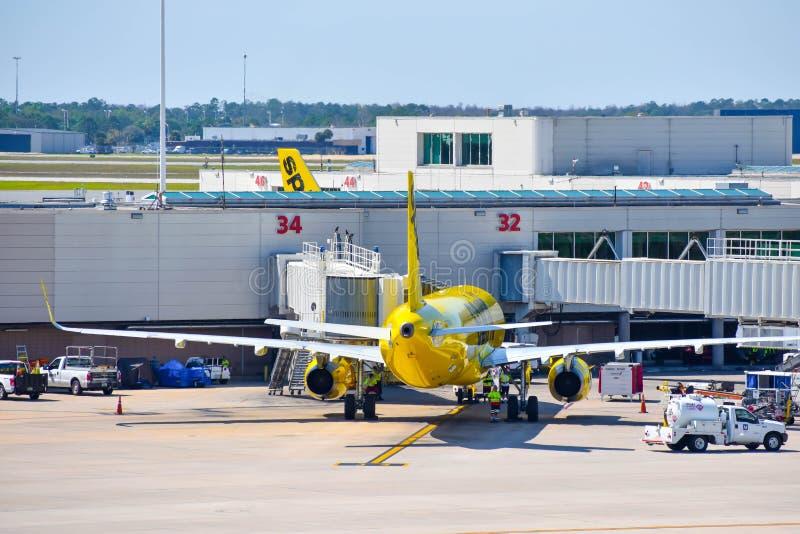 Weergeven van vliegtuig van Spirit Airlines NK bij de poort in Orlando International Airport MCO 1 stock foto's