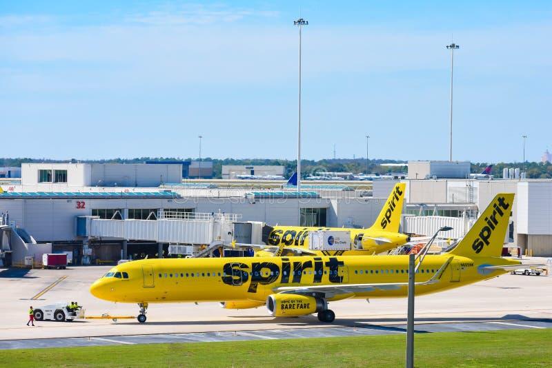 Weergeven van vliegtuig van Spirit Airlines NK bij de poort in Orlando International Airport MCO 2 royalty-vrije stock foto's