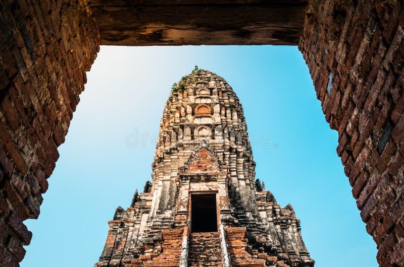 Weergeven van Wat Chaiwatthanaram wat de oude Boeddhistische tempel in het Historische Park van Ayutthaya, Ayutthaya-provincie, T royalty-vrije stock afbeelding