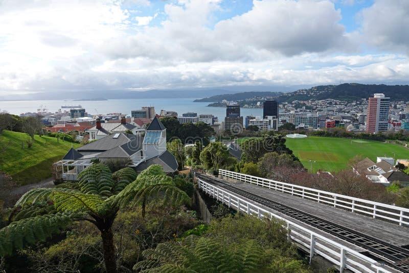 Weergeven van Wellington naast kabelwagen, Nieuw Zeeland stock foto's