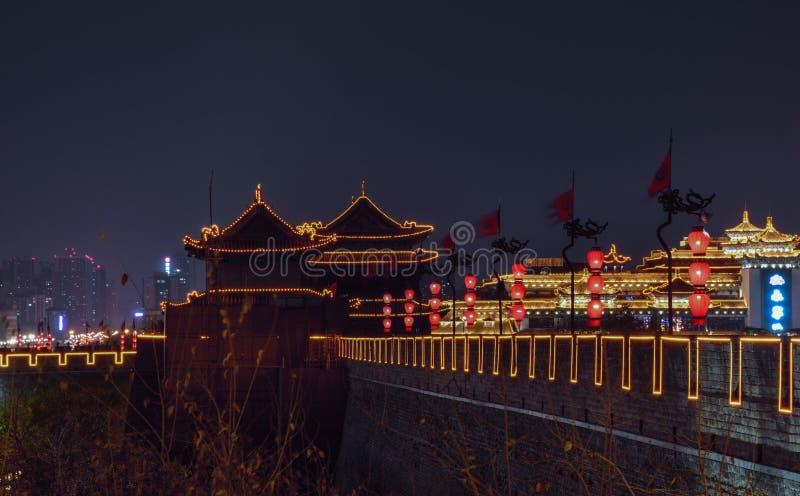 Weergeven van Xian City Wall-borstweringen, - Imagen stock afbeelding