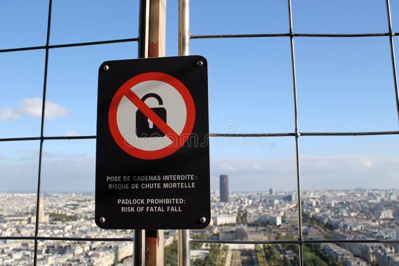 Weergeven vanaf de bovenkant van de Toren van Eiffel in Parijs - verborgen flat bij de bovenkant van Eiffel Towe stock foto