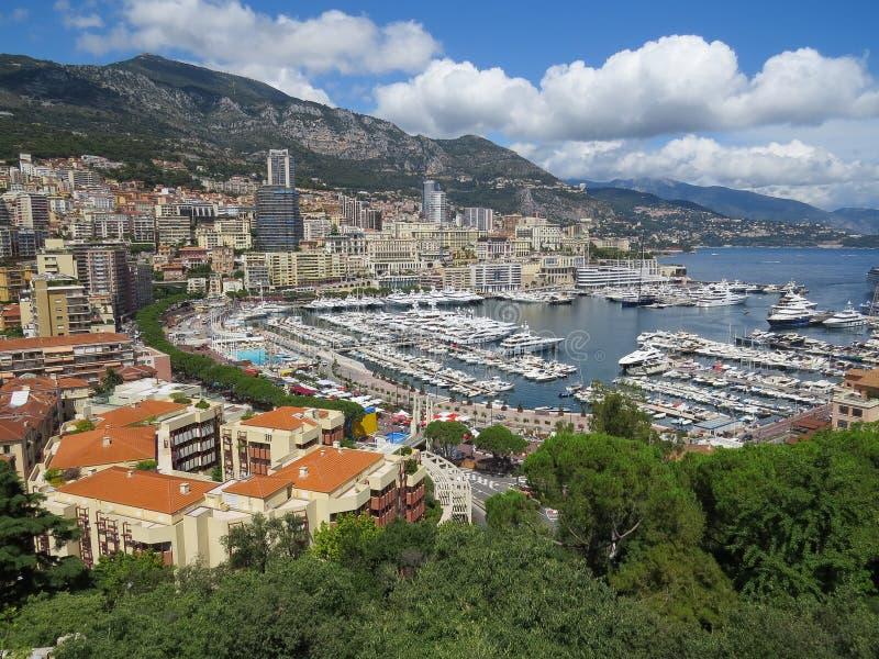 Weergevenflats en luxejachten in haven Hercule, Monaco royalty-vrije stock foto's
