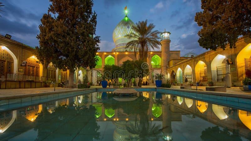 Weerspiegeld binnenland van Ali Ibn Hamza-heiligdom in Shiraz royalty-vrije stock afbeeldingen