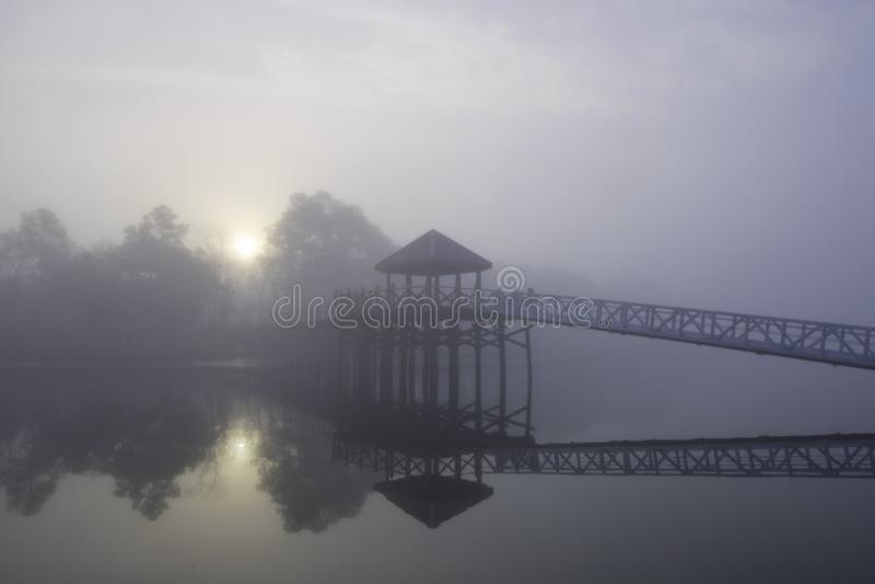 Weerspiegeld Licht door de Mist royalty-vrije stock fotografie