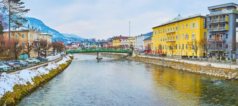 Weg über dem Traun-Fluss, schlechtes Ischl, Österreich lizenzfreies stockbild
