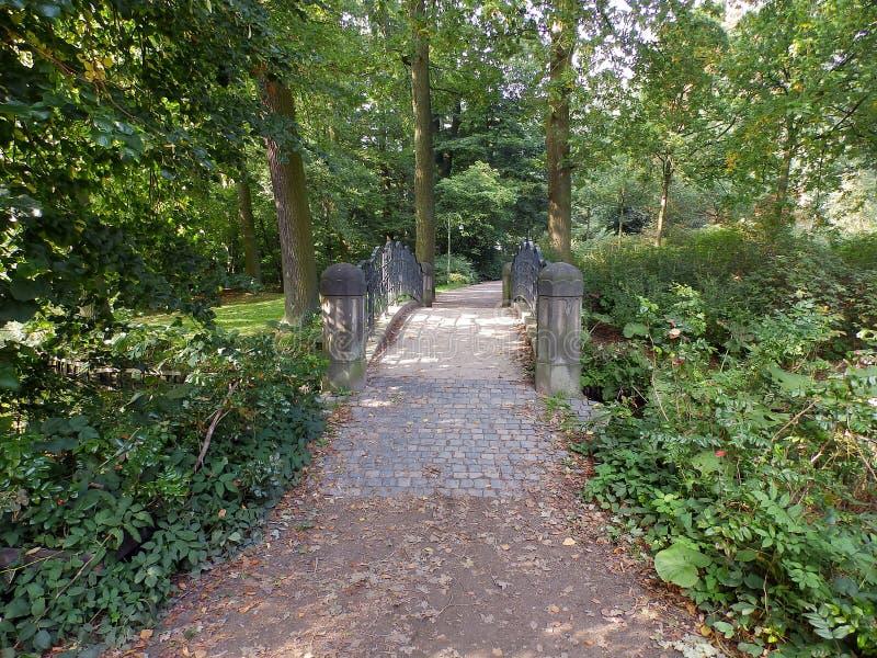 Weg über einer historischen Brücke lizenzfreies stockfoto